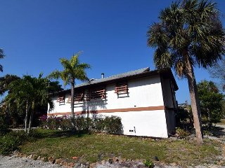 Cute Sanibel Island Duplex with In Law Suite and Private Pool
