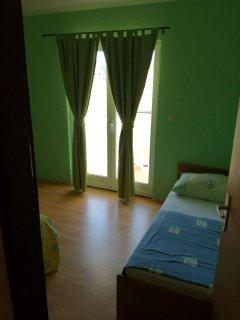 A-žuti(5): bedroom