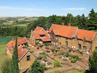 Heath Farm Holiday Cottages (5), stunning views in idyllic Cotswold setting.