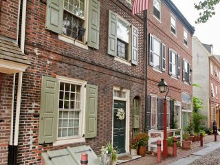 Colonial Gem w/Roofdeck in Rittenhouse, Sleeps 13! Kennett Square Mushroom Fest!