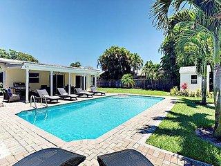5BR Villa w/ Pool, Near Five-Star Beaches & Downtown at the Gardens
