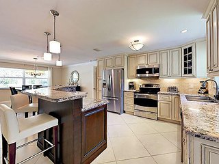 5BR Villa w/ Pool, Near Five-Star Beaches & Downtown at the Gardens