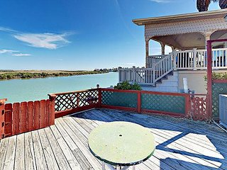 1BR w/ Sundeck and Boat Slip, Right on Laguna Madre Bay, Drive to South Padre, Port Isabel