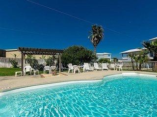 1BR/2BA Condo with Private Patio & Pool Access – Walk to Beach