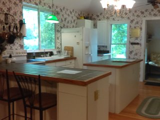 'Summer Dream' -15 Wooded Acres, Pool, Hottub, Near Lake MI!