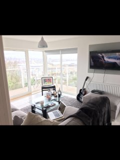 A beautiful apartment 5 minutes from City centre. Stunning views over the bay!