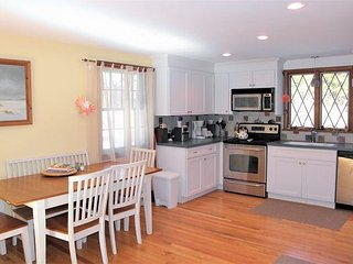 CLOSE TO SKAKET BEACH AND THE BIKE TRAIL WITH CENTRAL A/C!