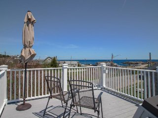 Charming oceanfront getaway w/ roof deck & Nubble Light views - walk to beaches!