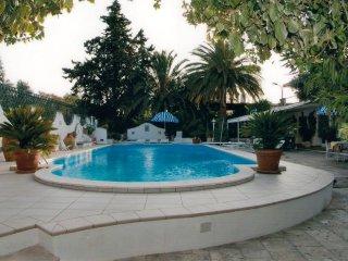 Villino con Piscina e Parco in Villa OASI (Galatina)