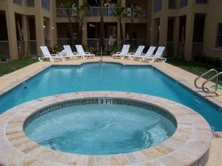 Condo - Near Beach Sleeps 6 with Pool & Hot Tub