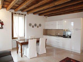 Central 2 bedroom flat