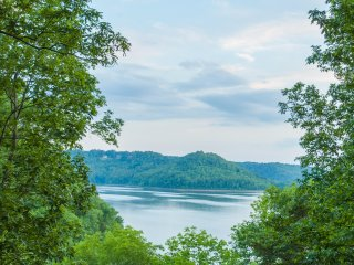 NEW! Lakefront 2BR Chalet on Center Hill Lake w/Deck