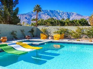 Palm Springs Vibe - Newer Home! Gorgeous Mountain Views!