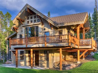 Beautiful, ski-in/ski-out home w/ private hot tub and shared pool