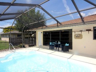 Pelican Cottage -Ideal Pool Home for Two People