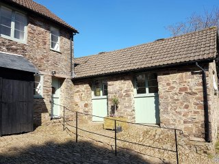 Grooms Cottage, Exford - Rural country cottage for up to 4 guests