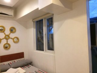 17B 4BR LOFT-TYPE CONDO FOR 6, Quezon City