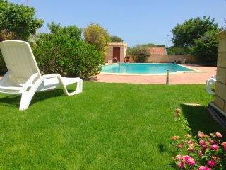 villa con piscina privata e campo da tennis a 300 mt. dal mare