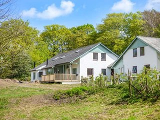 ROWAN, five bedroom, king size, en-suite, woodburning stove, six acres, near