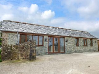 RAMBLERS REST, sleeps four, offroad parking, private garden, near Abbotskerswell