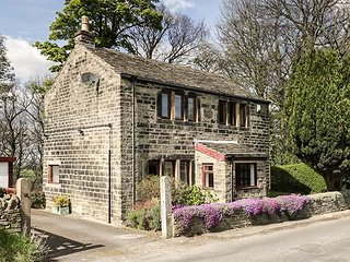 BUTTS COTTAGE, romantic, stone-built, off road parking, gardens, Farnley Tyas, R