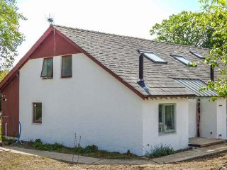 YEW, detached, woodburner, hot tub, nr Bowness-on-Windermere, Ref 942516