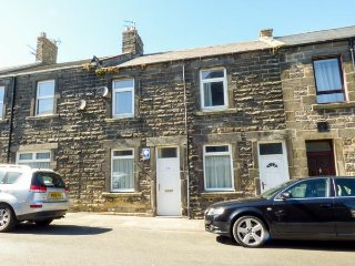 AMBLER'S REST APARTMENT, king size, seaside town, open plan, Amble, Ref 938294