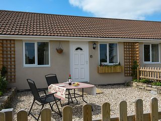 WIDGEON, delightful bungalow, romantic retreat, attractions close by, in