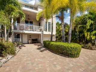 Upscale, Brand New Island Retreat surrounded by lush tropical gardens with, Fort Myers Beach