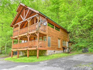 NEW! 2BR Pigeon Forge Cabin - ½ Mile Off Parkway!