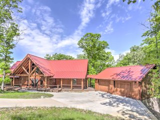 New! Private 2BR Cabin w/ Views of Beaver Lake!