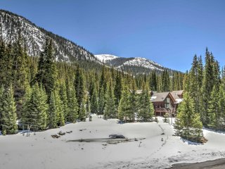 Blue River Condo w/ Views < 8 Mi to Breckenridge!
