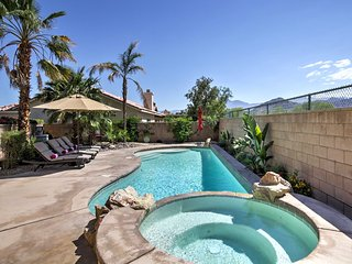 La Quinta Home w/ Pool, Hot Tub, Yard & Mtn Views!