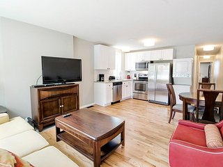 Book Urban- 2BR on Tremont Row- close to downtown in Five Points!