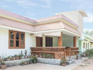 Homely 3-BR home for large groups, near Raja's Tomb