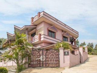 Well-furnished 4-BR  bungalow, 1 km from Raja's Seat