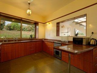 6 BHK- A Luxurious homestay in a farm estate!!