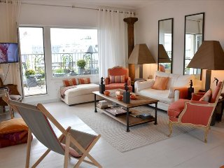 Luxury 2BR with Terrace & View of Eiffel Tower