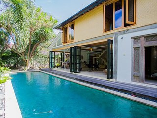 Villa Pika - 3BR with prime Location next to the Beach, Seminyak
