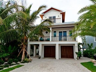 Jewel of the Bay: 4BR INCREDIBLE Waterfront Home