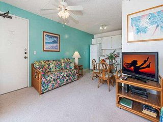 Charming Condo with Full Kitchen, Free Parking, and Awesome Amenities