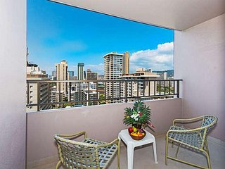 Royal Kuhio Condo, With Full Kitchen, Free Parking, Home Away From Home!