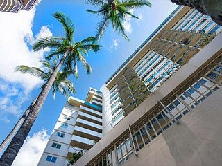 Beautiful Yet Affordable Royal Aloha Condo Walk to Beach, Dining, Activities