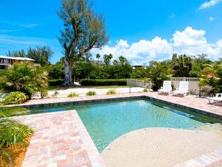 Sea Oats: 2BR Elderly-Friendly Pool Home on Canal, Anna Maria