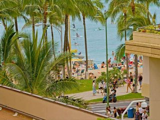 The Seashore Studio on the 6 floor, in the heart of Waikiki with ocean view.