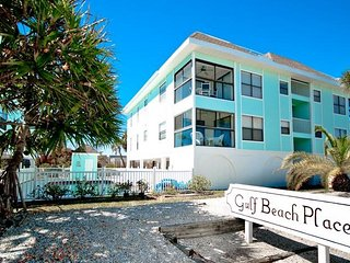 Beach Potato: 2BR Condo with Pool & Amazing View