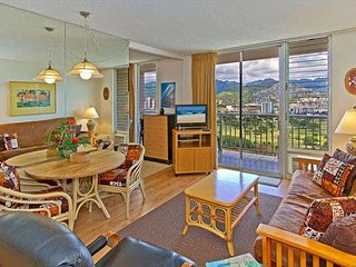 Beautiful 1BR Condo with Free Parking, Full Kitchen, Panoramic Mountain Views