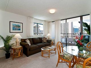 Beautiful End Unit Condo, Full Kitchen, Free Parking, and Tons of Amenities