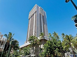 Royal Kuhio Condo with Sweeping Views, Pivate Lanai, Full Kitchen, Parking