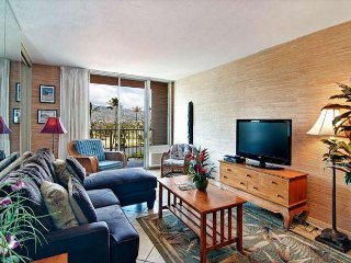 Comfortable and Affordable Waikiki 2BR Condo with Full Kitchen